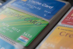 法人カードは学生・未成年でも作れる?