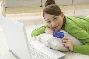 ネットショッピングでクレジットカードを使うメリットは?