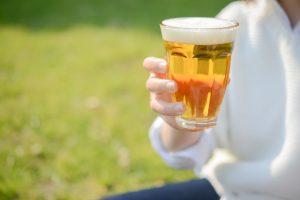 瓶ビールと缶ビールはどっちが美味しい?美味しく感じる理由は?