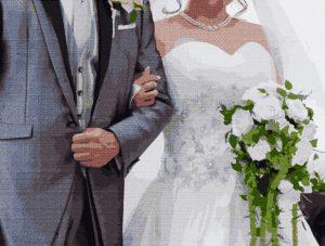 結婚式のご祝儀は結婚式当日に受付で渡す